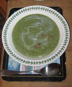 Broccoli soup: simple, home-cooked, healthy